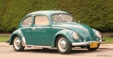 Es un carro color verde, clasico y muy querido par su forma de cucarron, marca wolsvagen